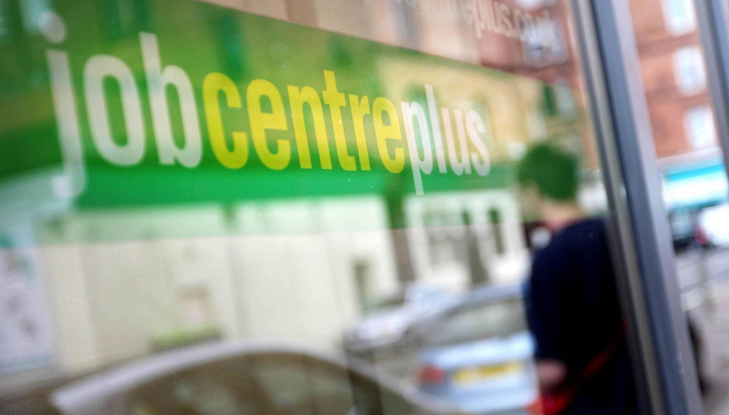 UK unemployment falls to lowest level since 2005